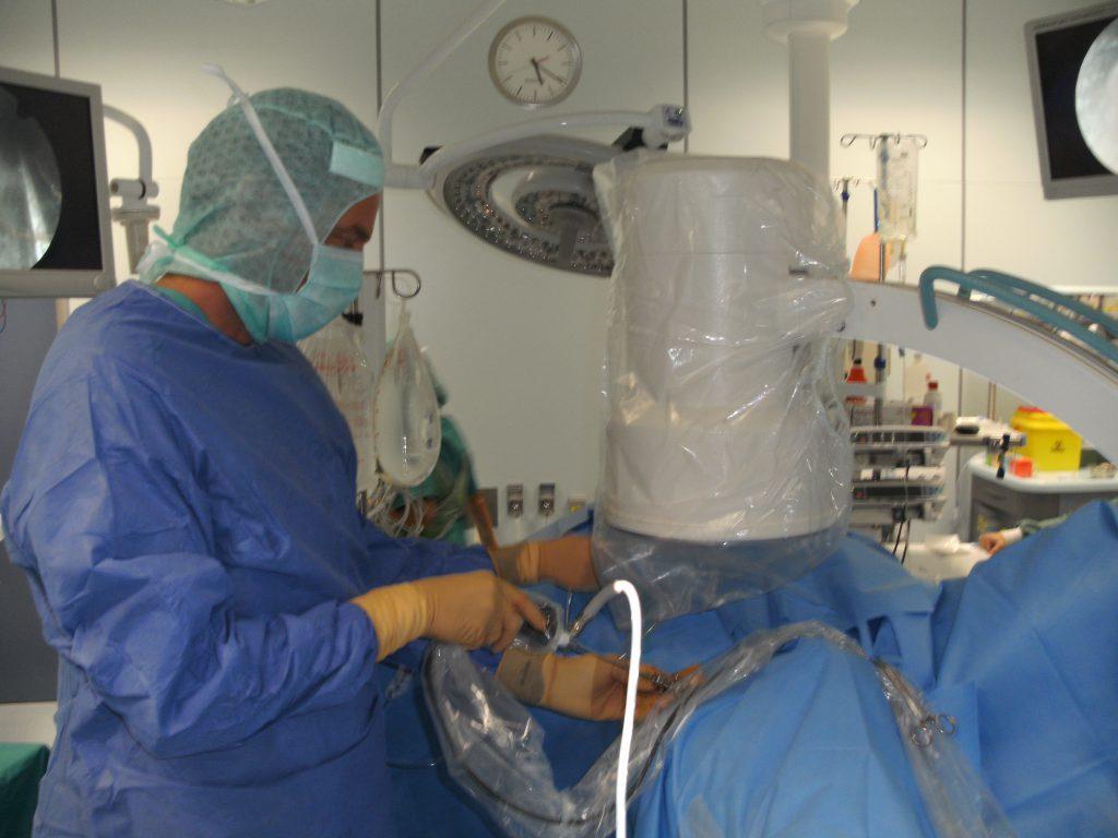 Orthopaedic Surgeon Dr. Alf Neuhaus performing arthroscopy